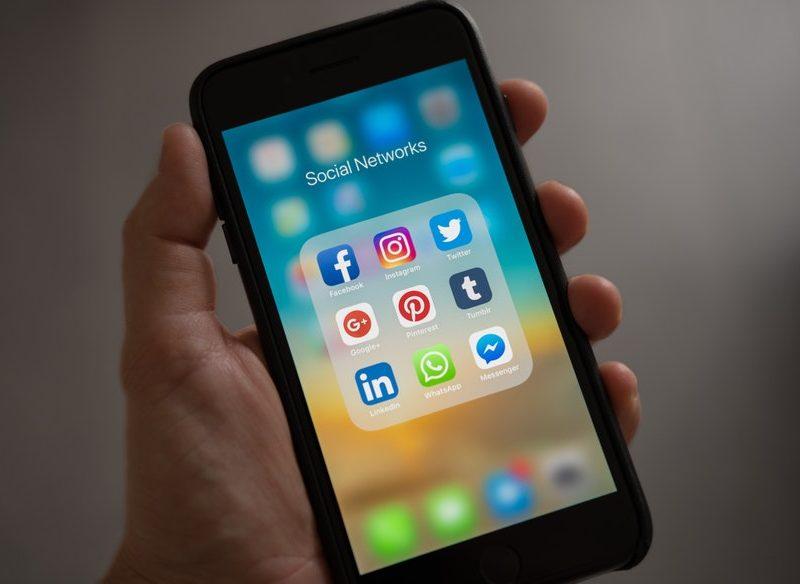 ventajas y desventajas de utilizar las redes sociales en un negocio